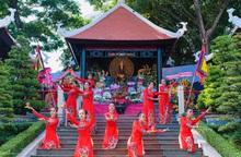 Quảng trường Vua Hùng rộn ràng Ngày Giỗ Tổ