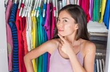 Bí quyết nhỏ, hiệu quả không nhỏ từ sắp xếp tủ quần áo theo 7 sắc cầu vồng