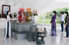 Đoàn công tác Hội LHPN Việt Nam dâng hương tại Khu di tích mộ Cụ Phó bảng Nguyễn Sinh Sắc