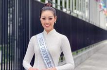 Khánh Vân rạng ngời cùng áo dài trắng trên đường phố New York
