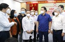 Chủ tịch Quốc hội gặp mặt, động viên gần 3.000 y bác sĩ vào TPHCM chống dịch