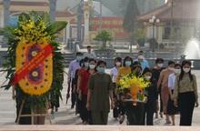 Dâng hương tưởng niệm 60 thanh niên xung phong Đại đội 915