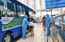 Siêu thị ở TPHCM dùng xe buýt giao hàng cho các đầu mối mua chung