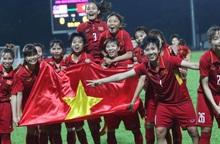 """Hội LHPN Việt Nam chúc mừng và """"thưởng nóng"""" 100 triệu đồng cho đội tuyển bóng đá nữ Việt Nam vô địch SEA Games"""