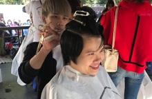 Nụ cười hạnh phúc được trao yêu thương ở gian hàng cắt tóc Ngày hội Mottainai 2019