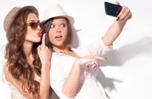 """Những kiểu selfie tạo ra """"góc thần thánh"""" cho khuôn mặt"""