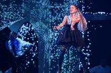 """""""Nữ hoàng Instagram"""" Ariana Grande - """"Tắc kè hoa"""" không giới hạn bản thân"""