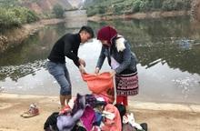 Người Mông ở Đồng Văn giặt đồ đón Tết