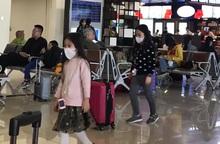 Người dân lùng sục mua khẩu trang ngày Tết vì virus corona
