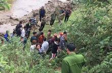 Lào Cai: Xác minh thi thể cô gái vùi trong cát ở ven suối