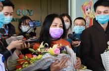 Những bệnh nhân cuối cùng nhiễm virus covid-19 tại BV Nhiệt đới TƯ được xuất viện