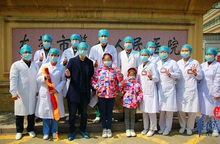 Bé gái muốn trở thành bác sĩ sau khi được điều trị khỏi dịch Covid-19