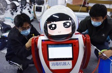 Trung Quốc triển khai robot thông minh 5G để phòng dịch