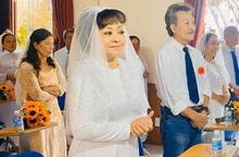 Danh ca Hương Lan rạng rỡ trong lễ cưới ở nhà thờ