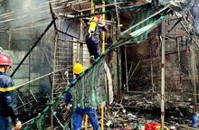 TPHCM: Giải cứu kịp thời người phụ nữ mắc kẹt trong đám cháy