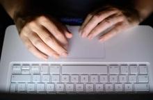 Nạn lạm dụng tình dục trực tuyến phụ nữ và trẻ em gia tăng thời Covid-19