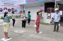 Máy tự động phát hơn 2,5 tấn gạo miễn phí cho gần 1.700 người nghèo ở TPHCM