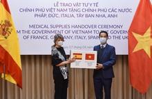 Việt Nam trao tặng 550.000 khẩu trang hỗ trợ 5 nước châu Âu chống dịch Covid-19