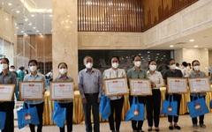 TPHCM  đón các tình nguyện viên tôn giáo chống dịch Covid-19 trở về
