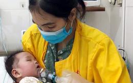 Bé gái mới 8 tháng tuổi nhưng đã phải nằm viện 7 tháng