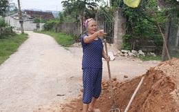 Cả xã hiến đất làm đường nông thôn mới