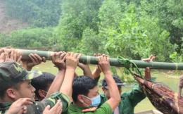 Vụ sạt lở thủy điện Rào Trăng: Thi thể nạn nhân đầu tiên được đưa ra