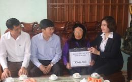 Thăm và tặng quà Mẹ Việt Nam anh hùng, trẻ mồ côi nhân dịp 90 năm thành lập Hội