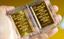 Vàng SJC giảm 50.000 đồng mỗi lượng, tỷ giá trung tâm cũng đi xuống