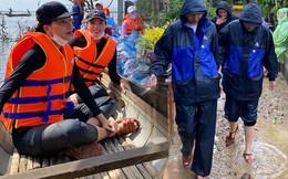 Kỳ Duyên - Minh Triệu cùng mua dép đôi 60K khi đi từ thiện