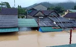 Nghệ An: Nước ngập tới mái nhà, người dân đăng tin lên facebook nhờ trợ giúp