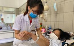 """Bác sĩ BV Bạch Mai: Corticoid không phải là """"thần dược"""", lạm dụng có thể gây suy tuyến thượng thận, loãng xương"""