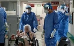 Cụ bà 103 tuổi có bệnh phổi mạn tính chiến thắng Covid-19