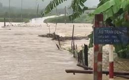 Mưa lớn gây lũ lụt chia cắt ở một số tỉnh miền Trung