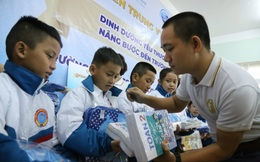 Sữa Cô gái Hà Lan về vùng rốn lũ, nâng bước đến trường cho 1.700 học sinh Quảng Trị