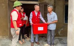 Đại sứ Anh thăm hỏi người dân chịu ảnh hưởng bởi lũ lụt tại Quảng Bình