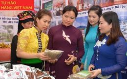 Trưng bày nông sản an toàn do hội viên phụ nữ sản xuất