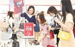Khuyến mại kép trong ngày thứ Sáu đen, mua hàng càng khuya giá giảm càng mạnh