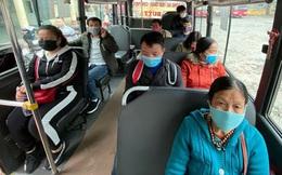 """Xe buýt Hà Nội """"cấm cửa"""" với người không đeo khẩu trang"""
