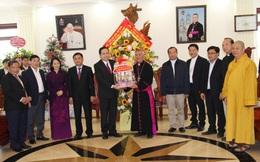 Chủ tịch Ủy ban Trung ương MTTQ Việt Nam chúc mừng nhân Lễ Giáng sinh năm 2020 tại Nghệ An