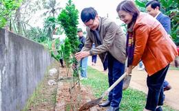 Ra quân dọn vệ sinh môi trường và trồng cây xanh thay cỏ dại