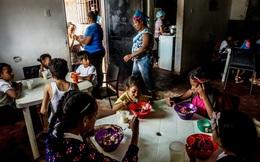 Venezuela: Chính phủ đóng băng tài khoản tổ chức từ thiện, hàng nghìn trẻ em đối mặt với đói