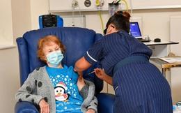 Cụ bà 90 tuổi được tiêm vaccine Pfizer ngừa Covid-19 đầu tiên trên thế giới