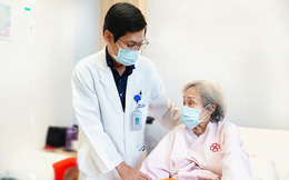 Ung thư đường mật ngoài gan, cụ bà phải 3 lần đặt stent đường mật