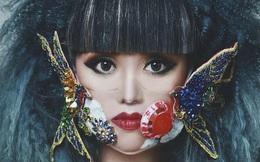 Jessica Minh Anh đeo khẩu trang từ vật liệu tái chế quảng bá năng lượng tái tạo
