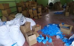 Thu giữ hơn 8 tấn găng tay y tế đã qua sử dụng