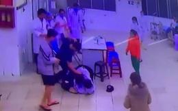 Người nhà bệnh nhân đánh gục bảo vệ, điều dưỡng tại phòng cấp cứu