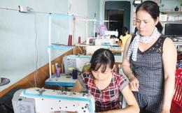Tổ may gia công giúp nhiều phụ nữ có việc làm lúc nông nhàn