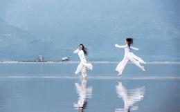Những cung bậc tình yêu áo dài khác lạ của nhiếp ảnh gia Doãn Quang