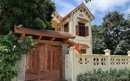 Phần lớn hộ cận nghèo có nhà tầng, đi ô tô vẫn nhận tiền hỗ trợ Covid-19 là họ hàng của lãnh đạo thôn, xã ở Thanh Hóa