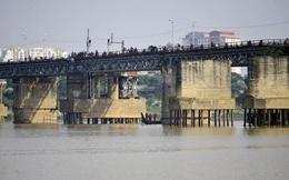 Ấn định thời gian vớt quả bom nặng 280kg gần cầu Long Biên